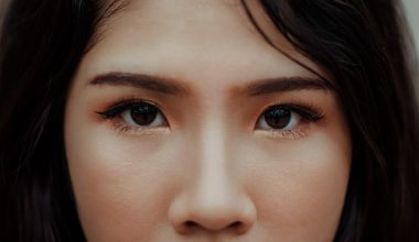 How To Pluck Natural Looking Eyebrows